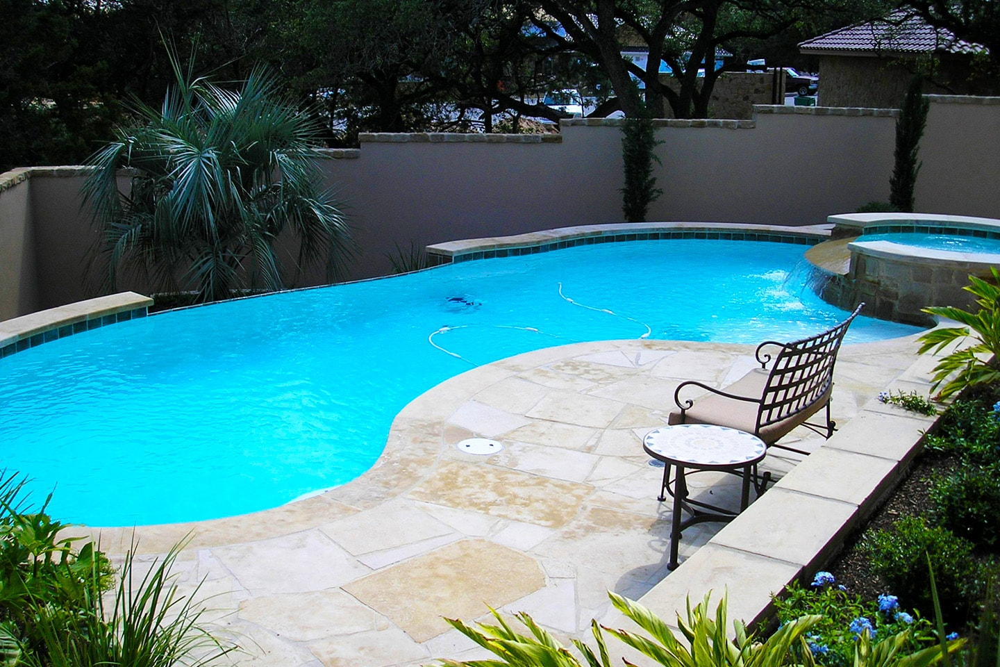Negative edge pools paradise pools for Pool edges design